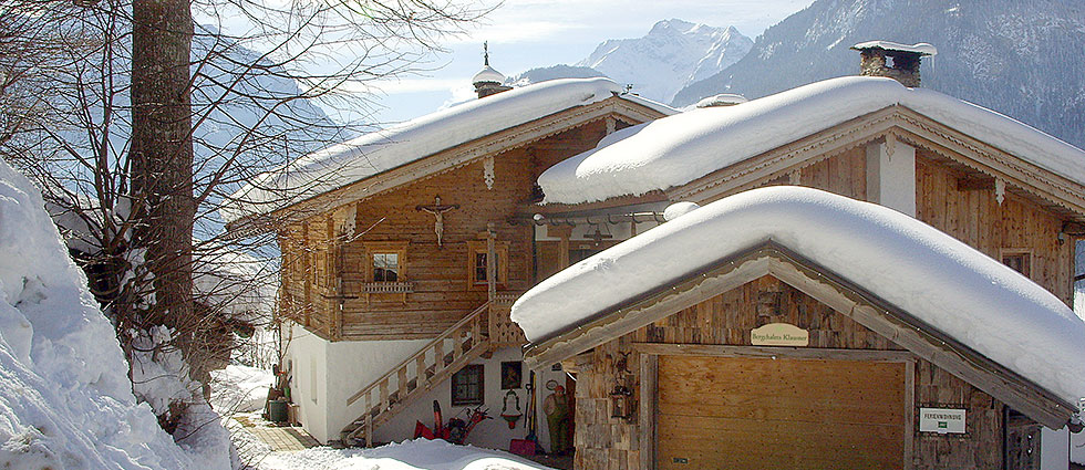 Bergchalets Klausner In snowy winter landscape